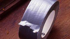 Guía de pasos para hacer un vestido con cinta adhesiva