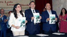 Momento de la firma del Pacto del Botánico. Foto: EFE