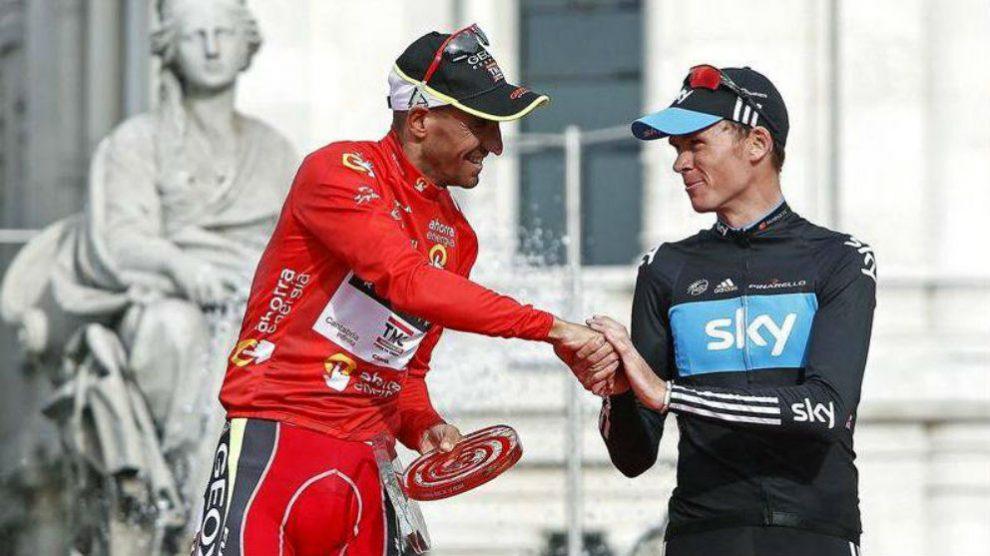 Juanjo Cobo saluda a Froome tras ganar la Vuelta a España en 2011.