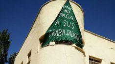Pancarta reivindicativa del profesorado del colegio Estilo.