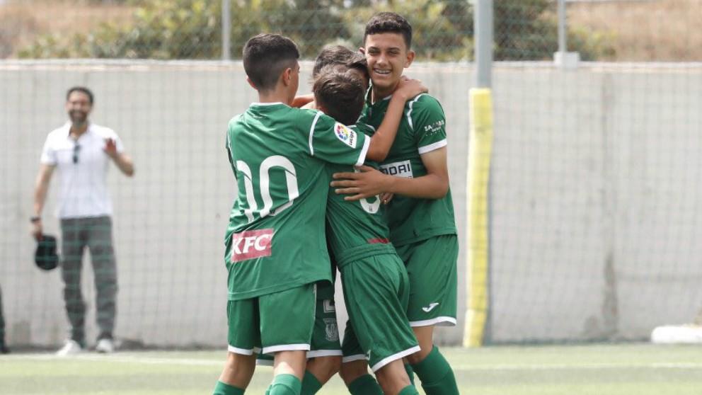Los jugadores del Leganés celebran un gol de José Antonio Reyes, hijo, en la Liga Promises. (La Liga)