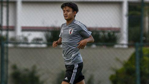 Takefusa Kubo, durante un entrenamiento con Japón. (AFP)