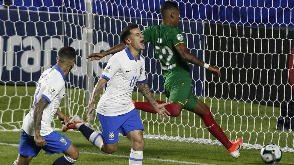 Coutinho celebra un gol ante Bolivia. (AFP)