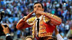 Paco Ureña sale a hombros este sábado en Las Ventas (Foto: EFE).