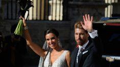 Pilar Rubio y Sergio Ramos a la salida de la Catedral de Sevilla. (AFP)