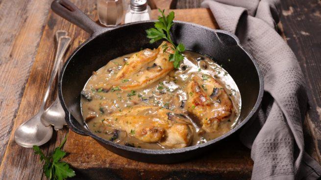 Pollo guisado con salsa de apio