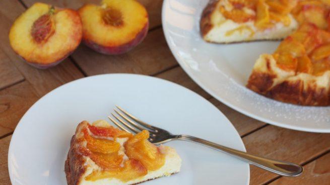 Tarta de melocotón, almendra y dulce de leche