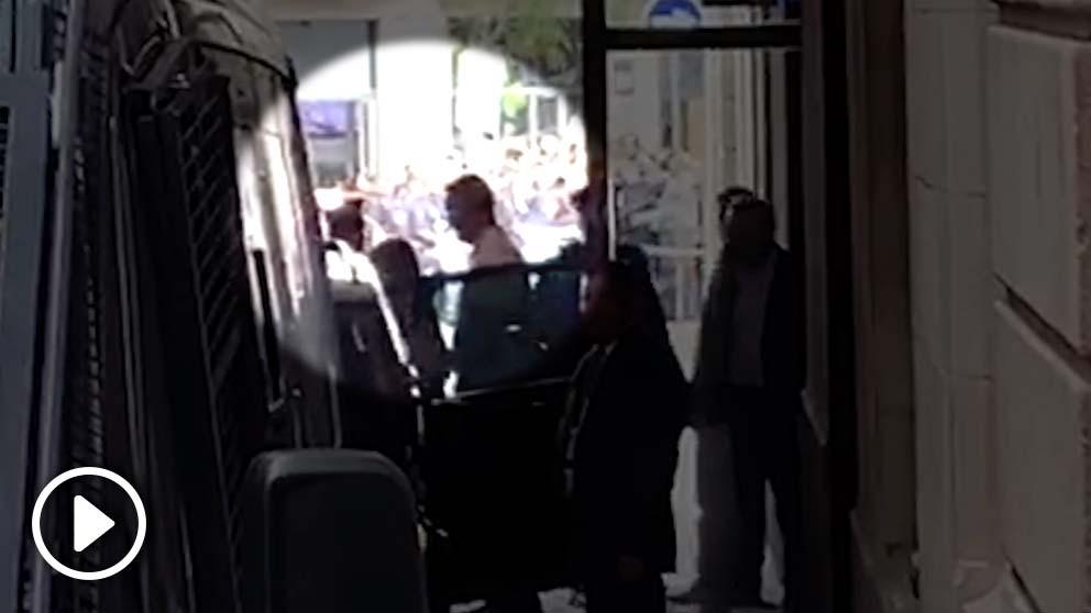 Llegada de Joaquim Forn al Ayuntamiento de Barcelona.