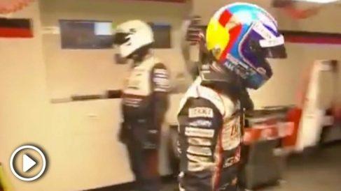 Fernando Alonso abandona el box de Toyota enfadado.