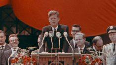El 26 de junio de 1963, el presidente John F. Kennedy se solidariza con el pueblo alemán en Berlín.