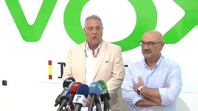 el presidente y diputado de VOX Melilla, Jesús Delgado Aboy, y el asesor de su grupo parlamentario en la Asamblea, Felipe Castillo. @Twitter