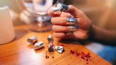 Aprende cómo aplicar el papel foil sobre las uñas