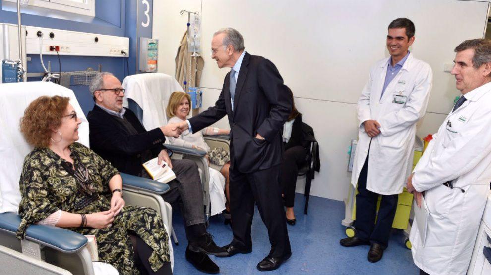 Isidro Fainé visita el Hospital Clínico de Barcelona (Foto: Fundación La Caixa)