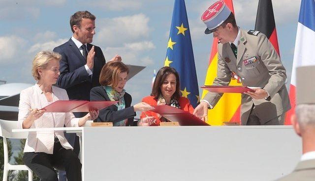Margarita Robles firma la entrada de España en el proyecto del caza europeo (Foto: EP)