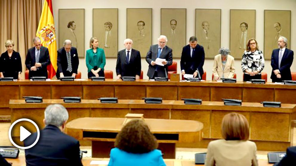 Los miembros de la Junta Electoral, en la toma de posesión de los eurodiputados este lunes en el Congreso. (Foto: EFE)