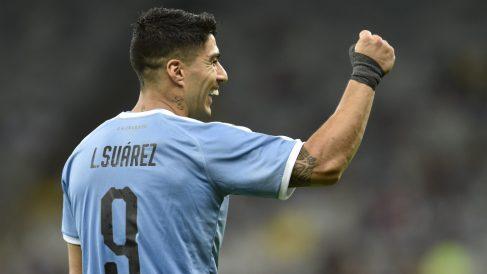 Luis Suárez celebra un gol con Uruguay.