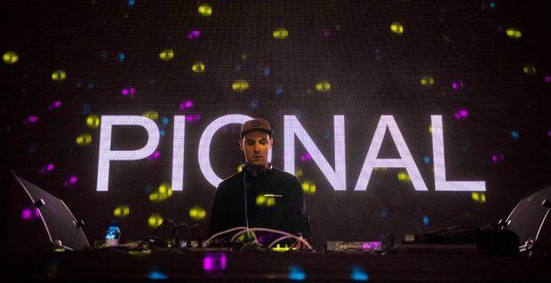 El Dj catalán Pional amenizó la tarde del sábado en el festival Paraíso 2019 de Madrid.