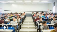 Estudiantes haciendo sus exámenes de Selectividad, o EBAU. (EP)
