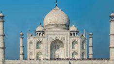 De incomparable belleza, el famoso monumento Taj Mahal, en la India, es una de las maravillas mundiales.
