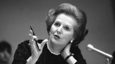 El 28 de junio de 1991, la ex primera ministra británica Margaret Thatcher renuncia a su cargo en la Cámara de los Comunes.