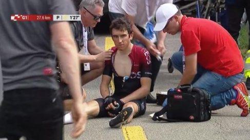 Geraint Thomas, con la mirada perdida tras caerse en Suiza.