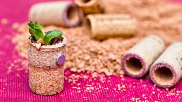 Cómo hacer un imán para la nevera con corchos de botellas