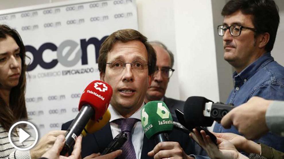 José Luis Martínez Almeida hace declaraciones en la recepción del Dos de Mayo