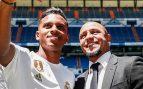 Roberto Carlos posó junto a Rdrygo Goes en su presentación (Real Madrid).