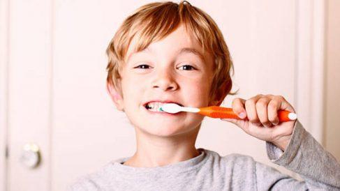 Una sencilla guía para que enseñes al niño a cepillarse los dientes.