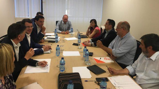 PP y Cs acuerdan en Castilla y León un programa de Gobierno, la Mesa y posponer el reparto de cargos