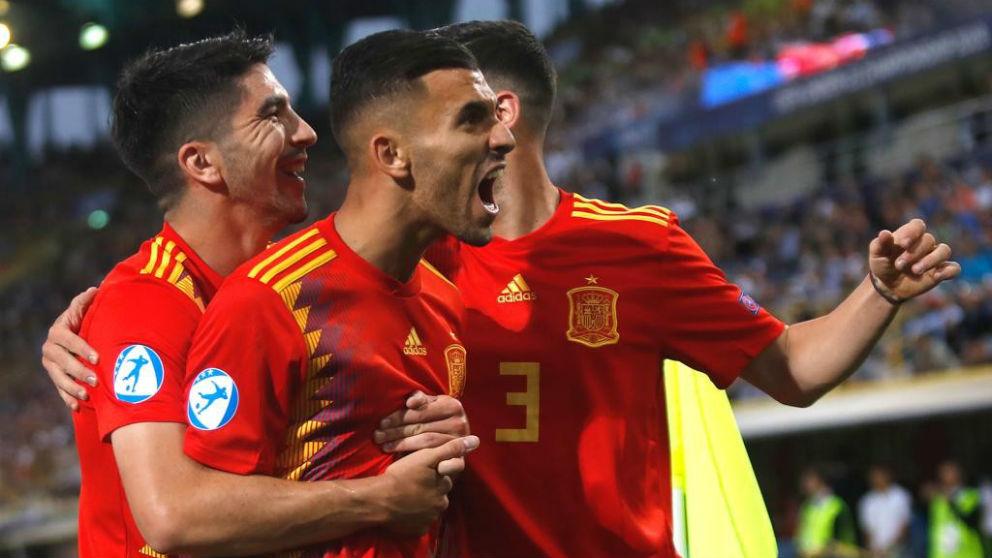 España celebra un gol.