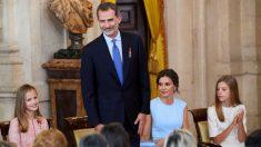 Los Reyes de España con sus hijas en el quinto aniversario de la proclamación como monarca. @Getty
