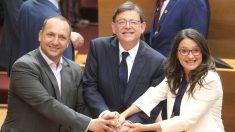 El presidente de la Generalitat, Ximo Puig, la vicepresidenta en funciones, Mónica Oltra, y el portavoz de Unides Podem-EU en Les Corts, Rubén Dalmau (i). (Foto: Efe)