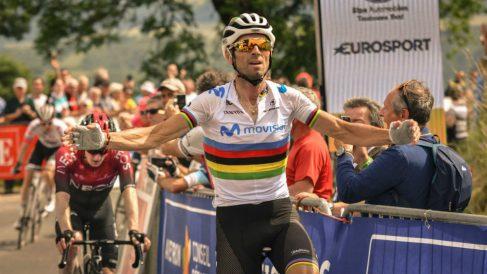 Alejandro Valverde celebra una victoria. (Twitter)