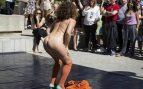 Una imagen del espectáculo nudista en la Universidad de Valencia