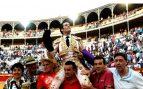 José Garrido sale a hombros este jueves en Granada (Foto: EFE).