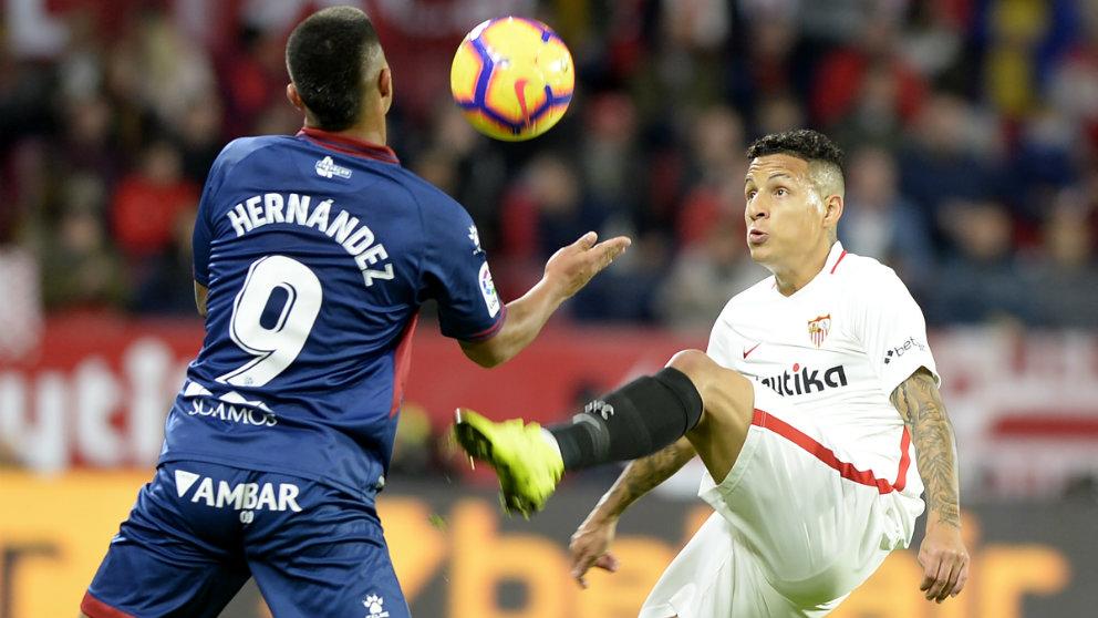 Guilherme Arana en un partido contra el Huesca (AFP)