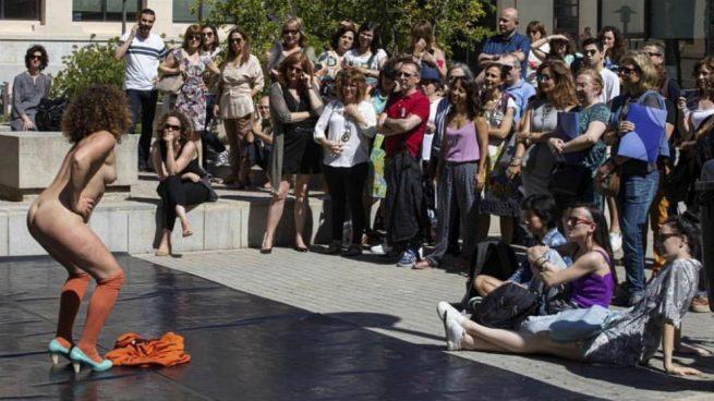 Un momento del espectáculo nudista subvencionado en Valencia