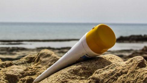 Imagen de un envase de protección solar.