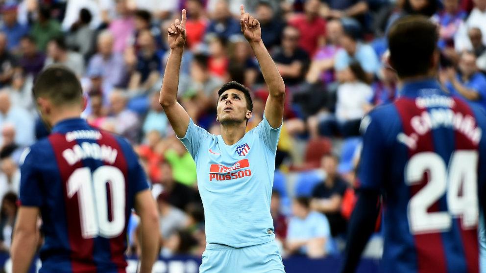 Rodri Hernández celebra un gol ante el Eibar (AFP)