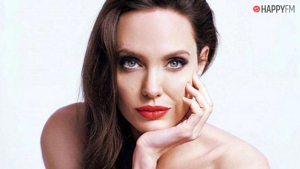 La madre de Angelina Jolie, protagonista de las redes sociales
