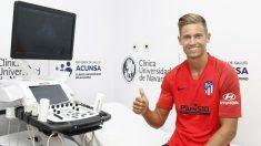 Marcos Llorente pasando el reconocimiento médico con el Atlético. (atleticodemadrid.com)