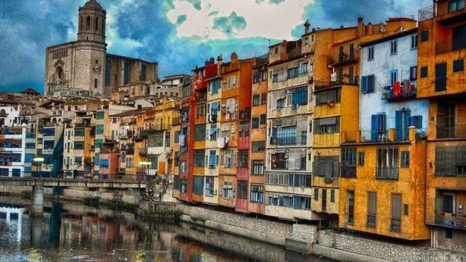 Hay ciudades especiales, distintas, y ello es por la construcción de las casas o bien por la luz de sus barrios.