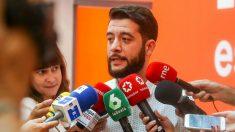 César Zafra en declaraciones a los periodistas en la sede de C's de Madrid. Foto: Europa Press