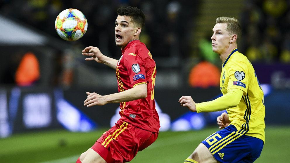 Ianis Hagi en un partido contra Suecia (AFP)