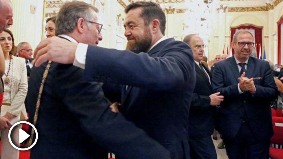 De Castro recibe las felicitaciones de Miguel Gutiérrez.