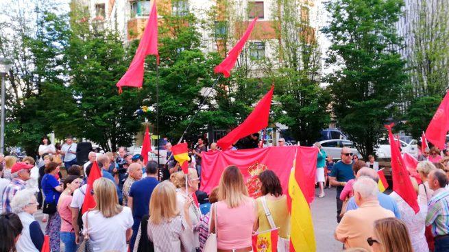 Centenares de personas se concentran en Pamplona contra los pactos del PSOE en Navarra