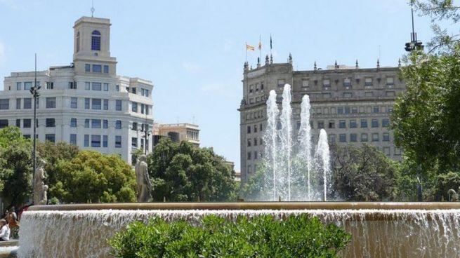 Las plazas de los barrios de Barcelona esconden diversos enigmas e historia.