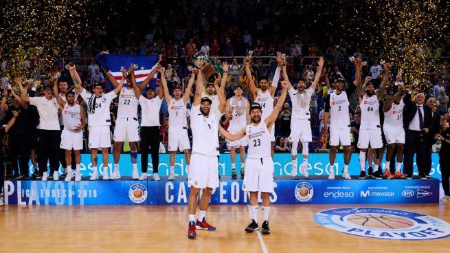 El Real Madrid de baloncesto celebra el título de Liga Endesa