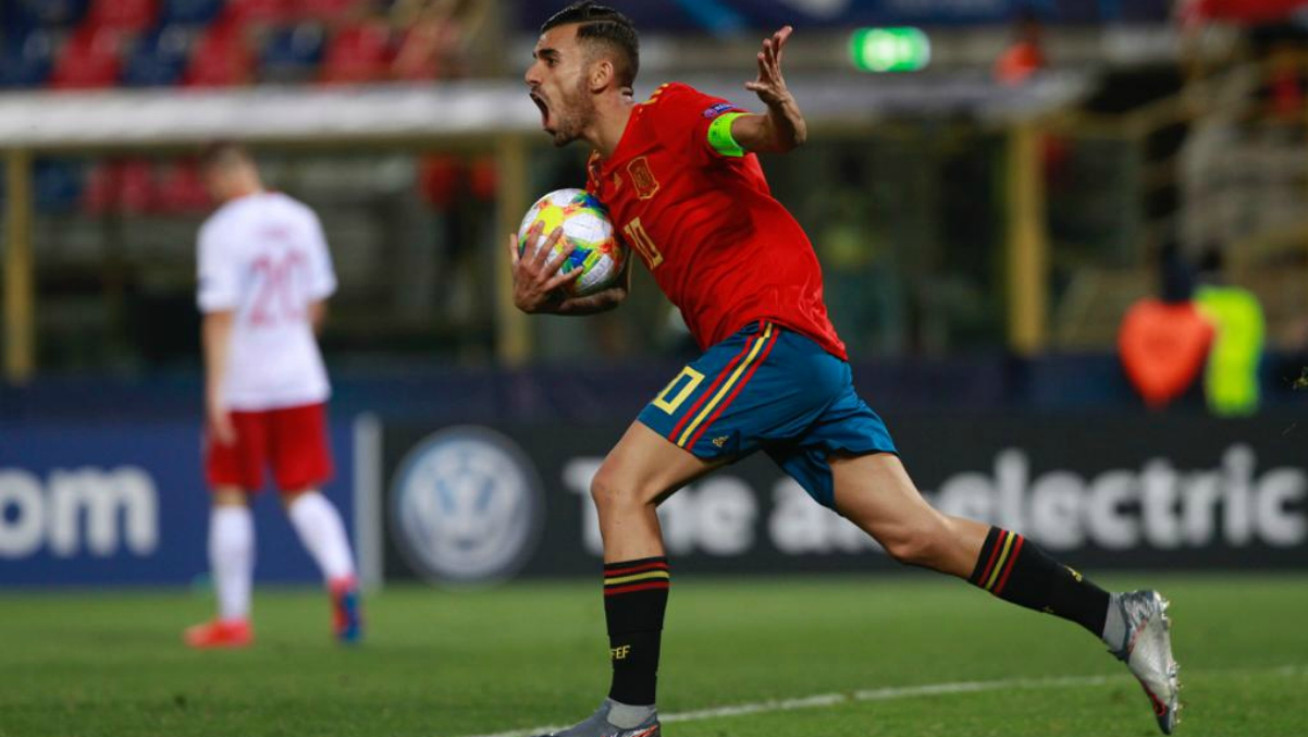 Ceballos celebra un gol con la Sub-21